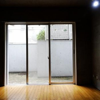 光も結構入ってきますね。※写真は別部屋