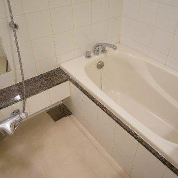 お風呂もゆったりサイズです♪