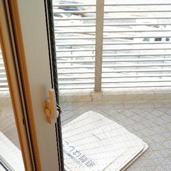 窓には遮音性の高いサッシが!