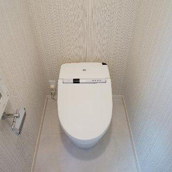 トイレはタンクレスでウォシュレットに!
