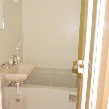 トイレの向かいはお風呂