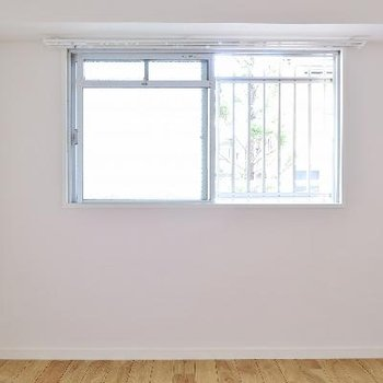 こちらは玄関横の小部屋です。