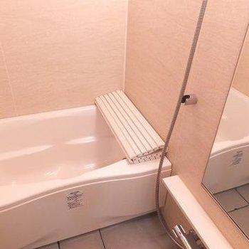 浴室。リッチな雰囲気です。※写真は別部屋です