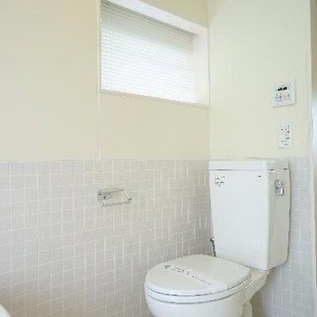トイレには窓も横に♪