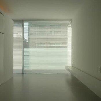 照明つけないとこのような空間 ※写真は別部屋