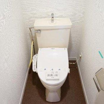 トイレはウォシュレット付いてます!