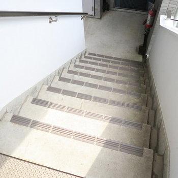 お部屋までは階段になります