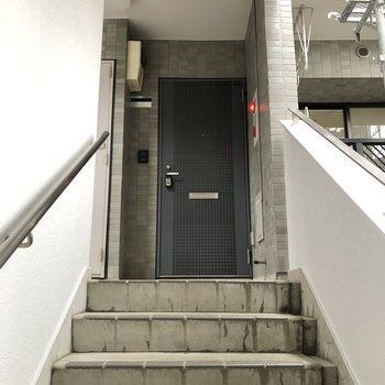 お部屋は階段を上がって目の前に。