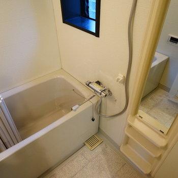 お風呂は窓つきで追い焚き&乾燥機も!!
