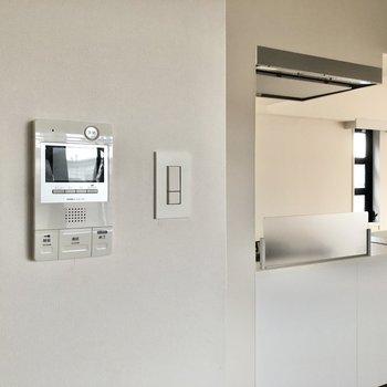 【LDK】安心のTVモニタ付きドアホンも設置済。
