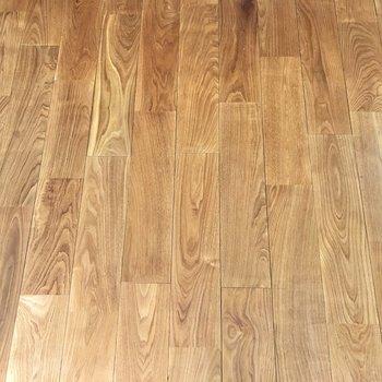 【LDK】足元には肌触りの良いヤマグリの無垢床。