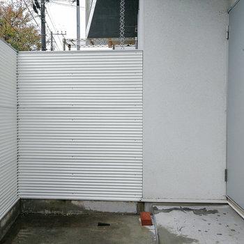 【1階】反対側は玄関。二重扉です! ※写真は前回募集時のものです