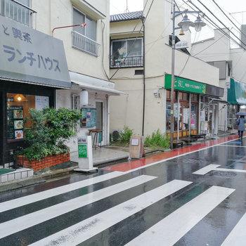 駅までの道には、飲食店や雑貨屋さんなど、いろんなお店がありますよ。 ※写真は前回募集時のものです