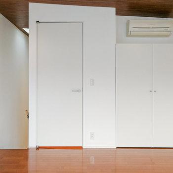 【2階】木感のあるフローリングと天井が特徴。 ※写真は前回募集時のものです