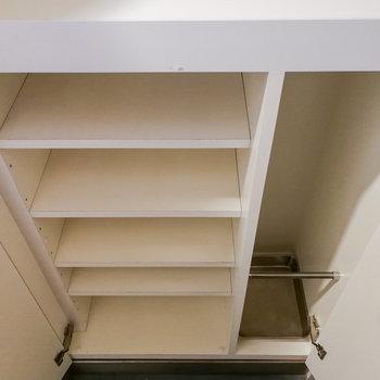 【1階】靴箱は仕分けされたこのタイプと ※写真は前回募集時のものです