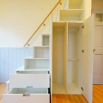 階段が全部収納に※写真は別部屋