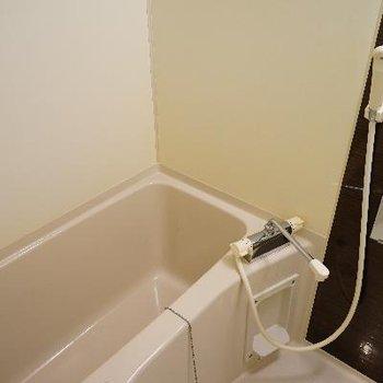 お風呂も乾燥機能付き!※写真は別部屋