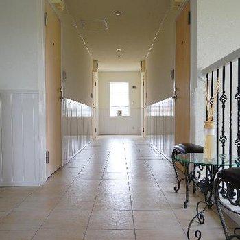 お部屋までの廊下もお洒落!