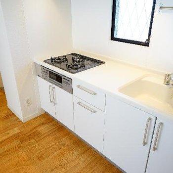 キッチンは3口ガスでゆったりサイズ!