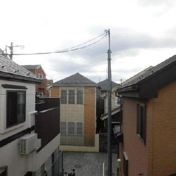 2階の眺望はこんな感じ。住宅街ですね!