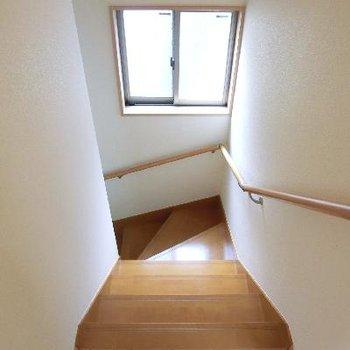 階段だって明るい。