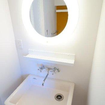 洗面台は女優鏡!!※写真は別部屋です