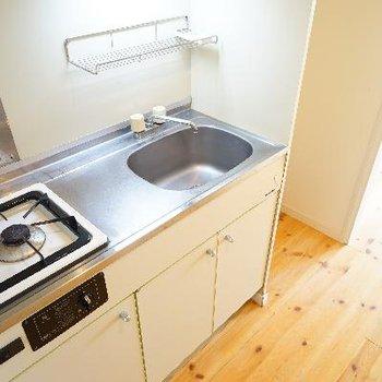 キッチンはコンパクト。作業スペースはありますね。※写真は前回募集時のもの