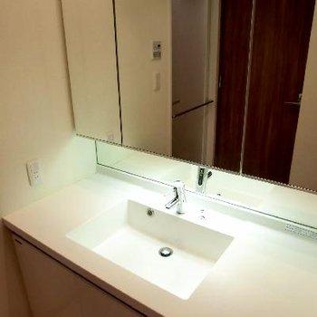 きたきた、ワイドな洗面台。これがいいんです。
