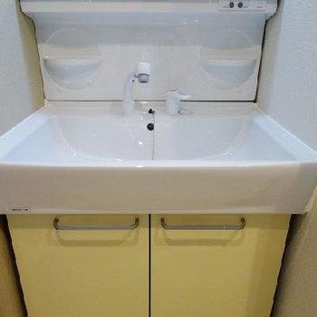 使いやすい洗面台。※写真は同間取りの別部屋です。