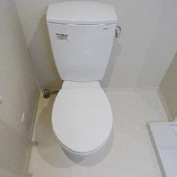 トイレ※写真は同間取りの別部屋です。