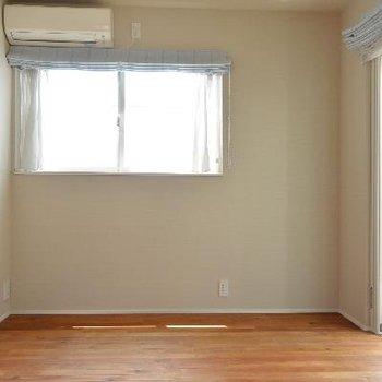 3F洋室、2面採光で明るいです。
