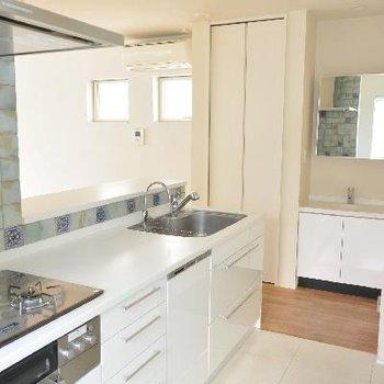 2Fキッチン、洗面台もありますよ