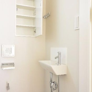 2Fトイレ、小棚と手洗い