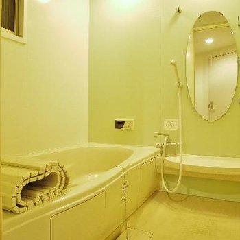 大きいお風呂とまぁるい鏡が素敵!※写真は前回募集時のもの。