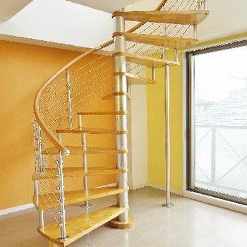 上へと繋がる階段!※写真は前回募集時のもの。
