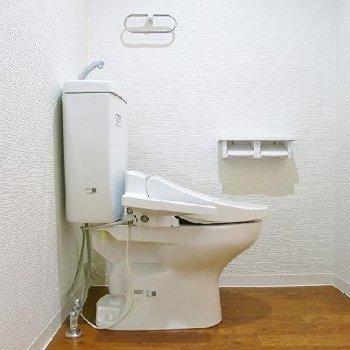 トイレと洗面台は一緒のスペースにあります。