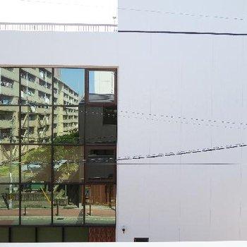 眺望は隣の建物!目線は気になりません。