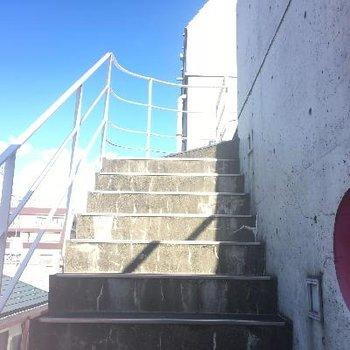 4階から5階への外階段