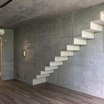 この階段がいいアクセントになっています