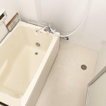 お風呂は既存のままですが、きれいですよ