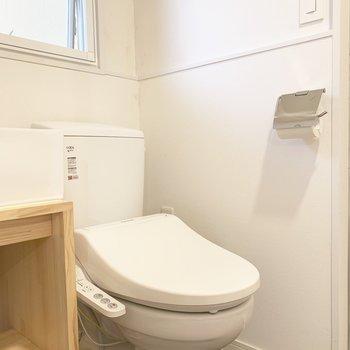 トイレにはウォシュレット付いてます