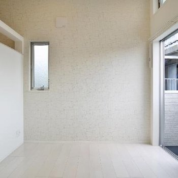 角部屋なので小さい小窓がありますよ!