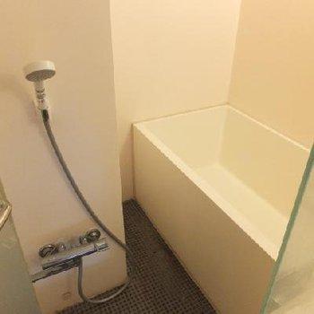 お風呂はガラスばりですがお部屋から見えないので大丈夫!