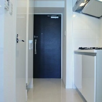 玄関から居室までの廊下はタイル