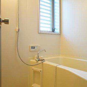 お風呂には乾燥機と窓が○