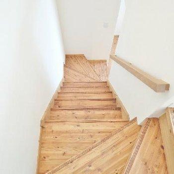 階段!足触りの良い杉の無垢床です!