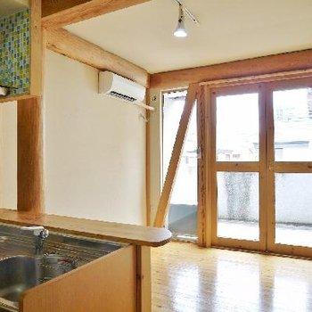 窓枠まで木製!