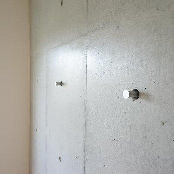 コンクリ壁にはフックが!