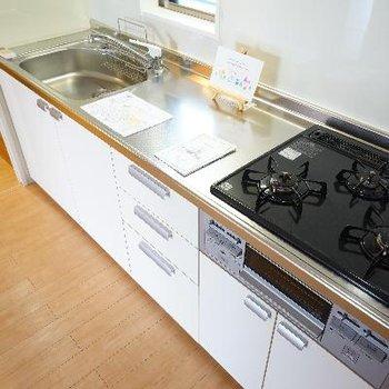 キッチンは3口ガスで使い勝手ばっちり!