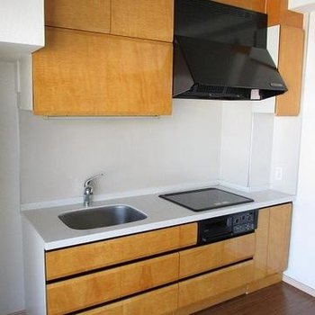 IH3口の大きなキッチンが付いてきます!※写真は別部屋